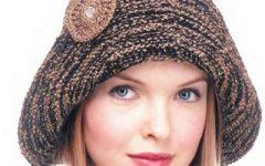 украшение вязанной шляпки простецким но стильным цветочком связанным крючком