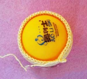 вставляем тенисный шарик1
