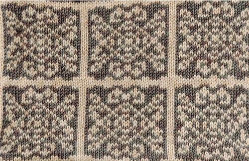 фрагмент полотна гобеленовой перфокарты квадратами