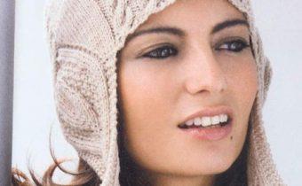 Вязаная шапка женская спицами схема и описание: шлем с ушками и араны