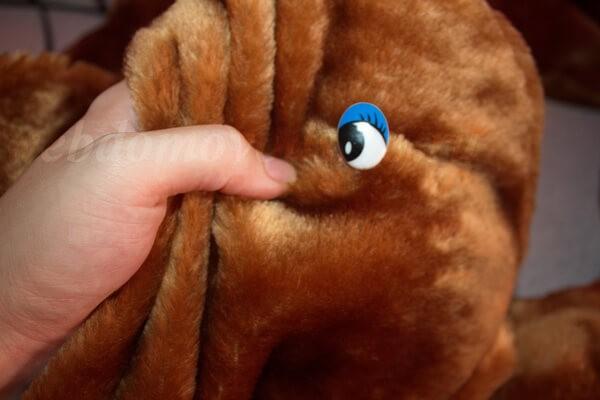 глазки пришиваем или приклеиваем