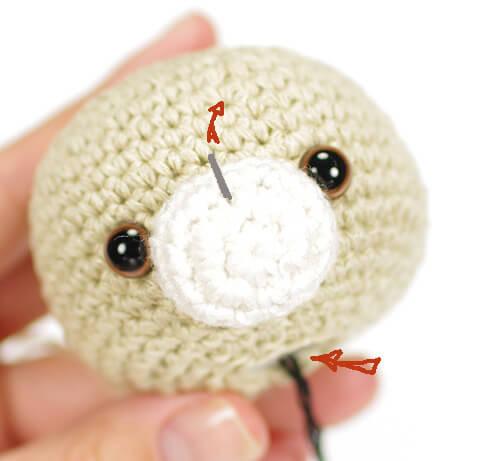 вышиваем носик мишутке амигуруми -01