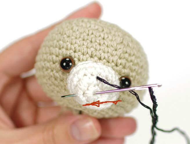 вышиваем носик мишутке амигуруми -02