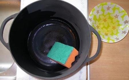 Смазать маслом перед помещением в духовку