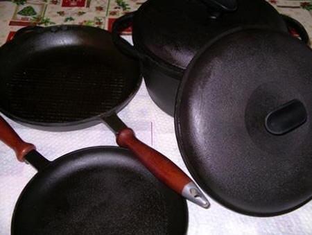 Как должна выглядеть прокаденная маслом новая чугунная посуда после подготовки к первому использованию