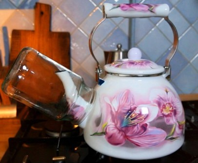 стерилизация банок на носике чайника