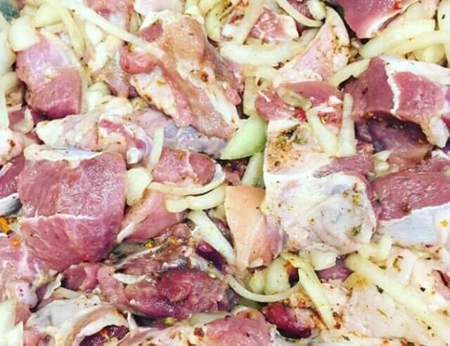Как замариновать баранину для шашлыка, чтобы была сочной и без запаха