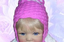 Удобная детская шапочка лепестками с ушками крючком